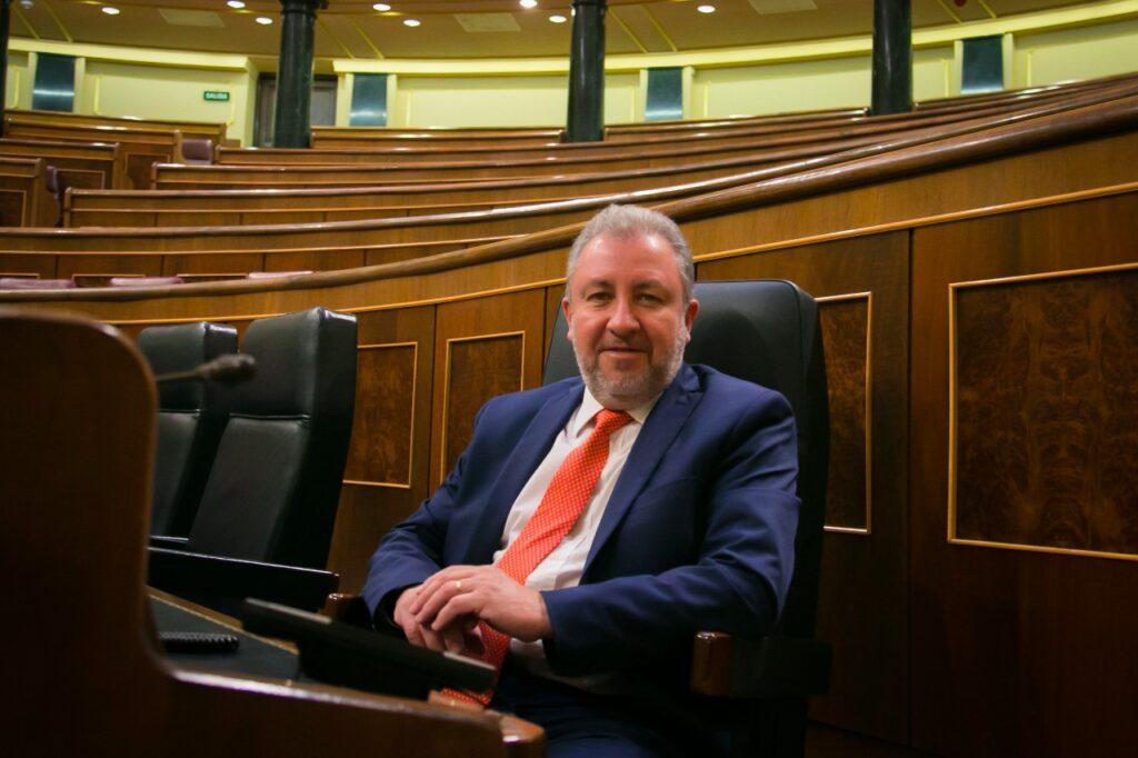 Foto de archivo: el Dr. Jorge Franco durante una visita al parlamento español.